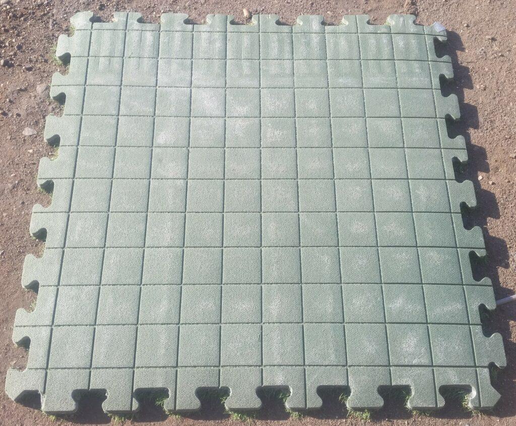 Frezowanie formatek CNC, ausgefranste Kanten der Kunstrasen-Platten, nachgearbeitet