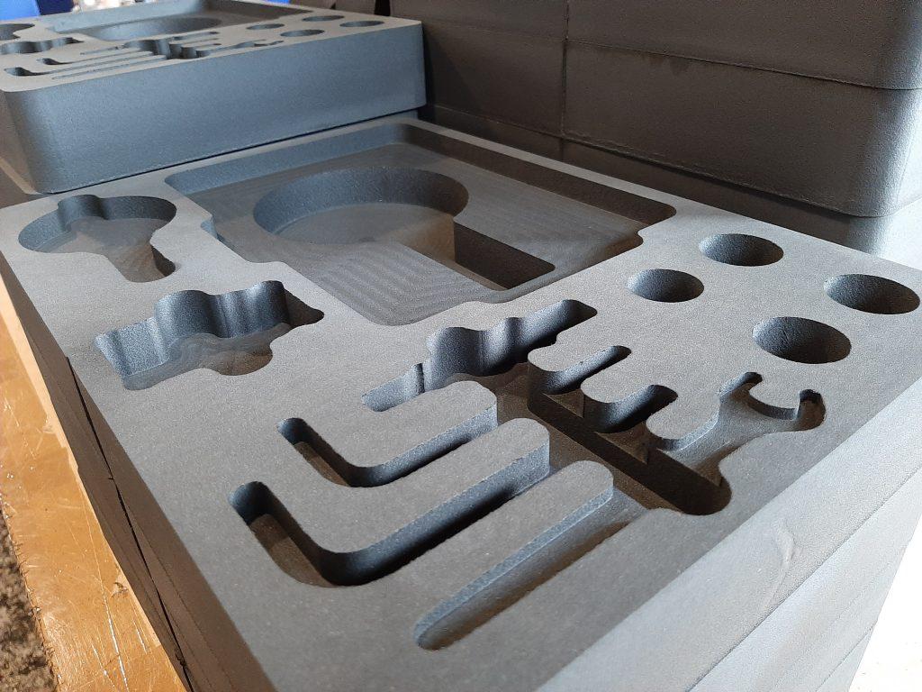 XPE Pianka Schaumstoff Foam, XPE Schaum, geschnitten und gefräst, Koffereinsätze, für alle nur denkbaren Einsatzmöglichkeiten, perfekt und passgenau für jeden Koffer und jedes Transportgut